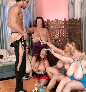 Tot mom sex party