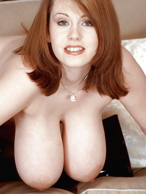 Busty Redhead Mom and Hot MILF Porn Pics
